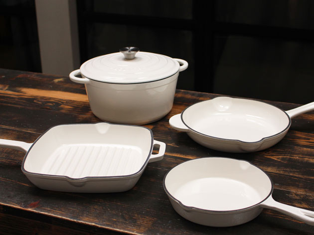 Cook Up Delicious Classic Dishes with This Amazing Deal on 5 Essential Cast Iron Pieces