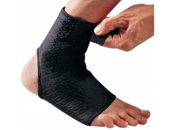 LP Extreme Ankle Support, Ankle Brace with Breathable Compression for Effective Sports Injury Rehabilitation and Chronic Ankle Pain Relief, Small (6 Inch - 8 Inch), Black