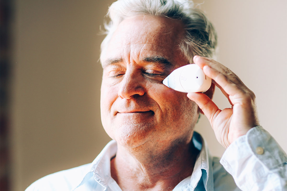 A person using a sinus relief device