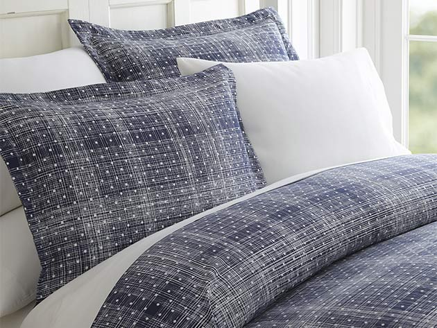 Protect Your Comforter with This Stylish Duvet Set