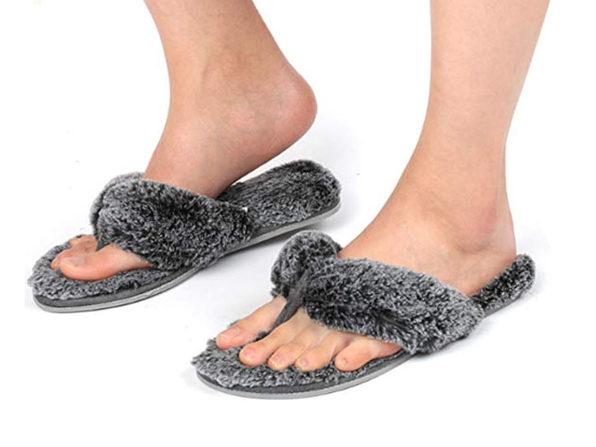 Women's Faux Fur Thong Slippers with Memory Foam (Chinchilla)