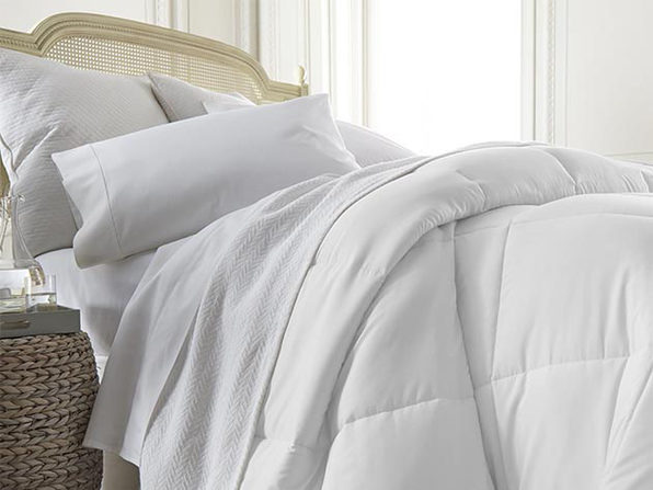 iEnjoy Home Down Alternative Comforter (White)