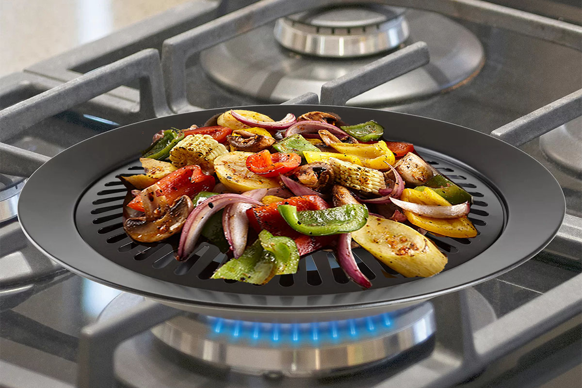 A grill plate with vegetables