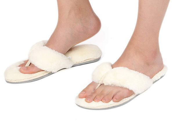 Women's Faux Fur Thong Slippers with Memory Foam (White/ Size 9-10)