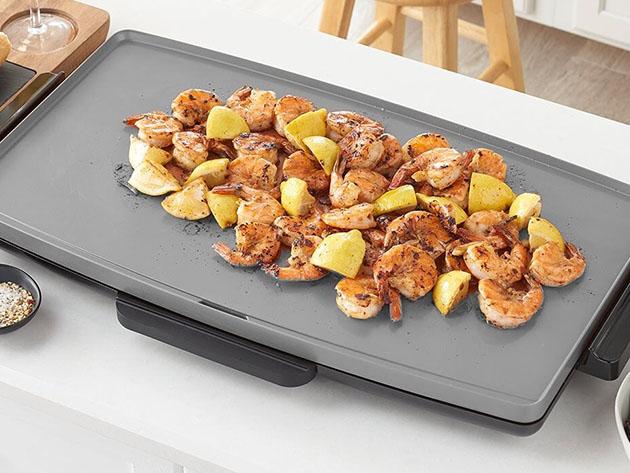 Shrimp and vegetables on a griddle
