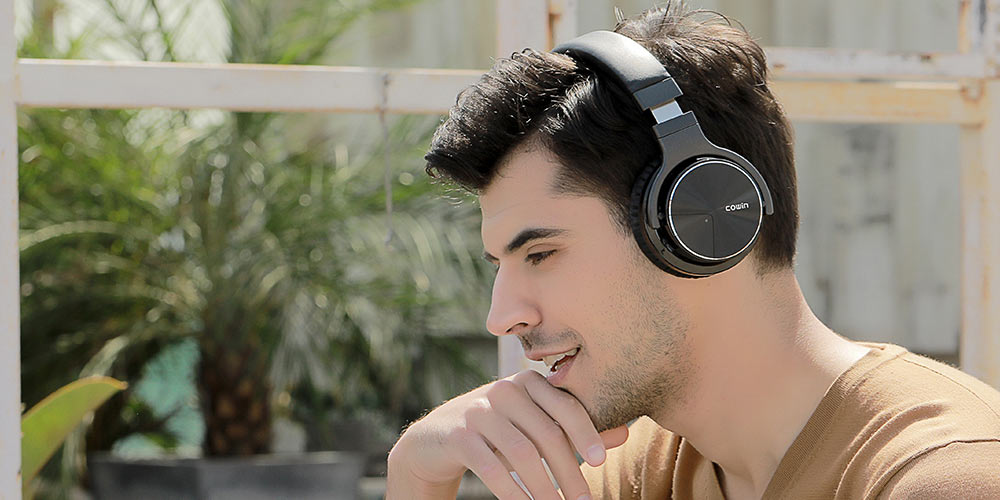 10 Earphones For Everyone On Your Holiday Gift List