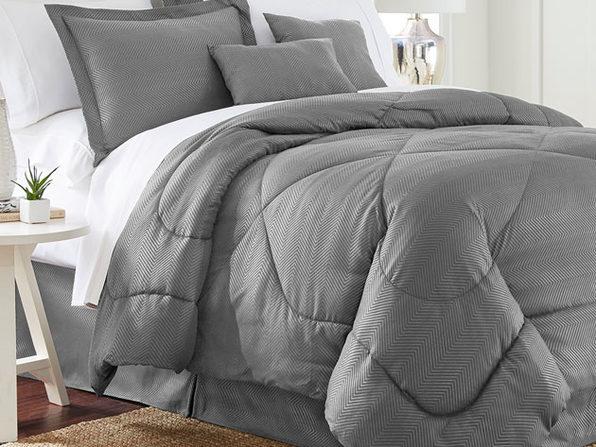 Chevron Comforter 6-Piece Set in Queen (Gray)