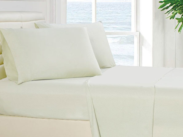 4-Piece Checkered White Sheet Set (King)