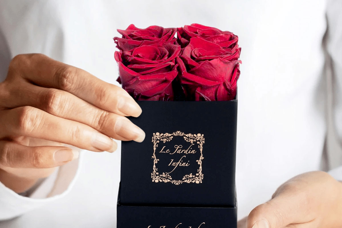 Preserved Roses in Small Square Classic Black Box